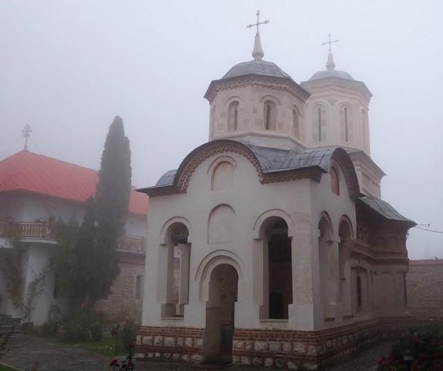 Manastirea Arnota _blog 03