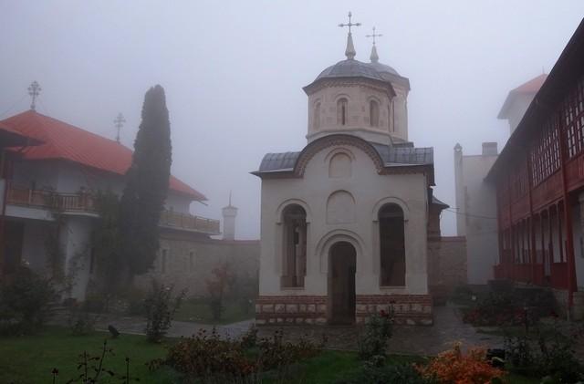 Manastirea Arnota _blog 04